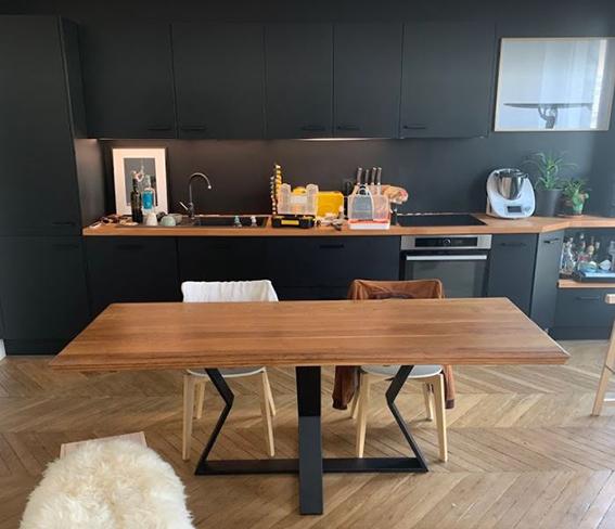 table rectangulaire avec sablier central