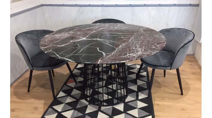 table ronde et en marbre