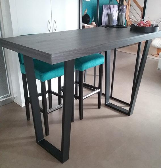 table haute imposante