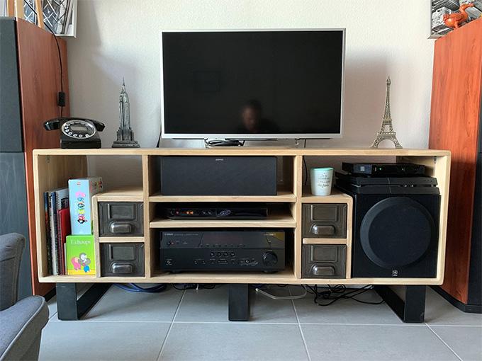 Créer un meuble TV avec des rangements adaptés